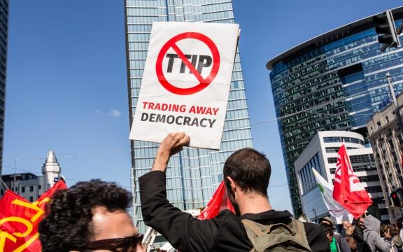 Anti-TTIP-actie aan de gebouwen van de Europese Commissie op het Schumanplein in Brussel