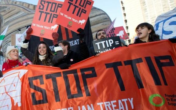Betogers aan de Europese Commissie in Brussel