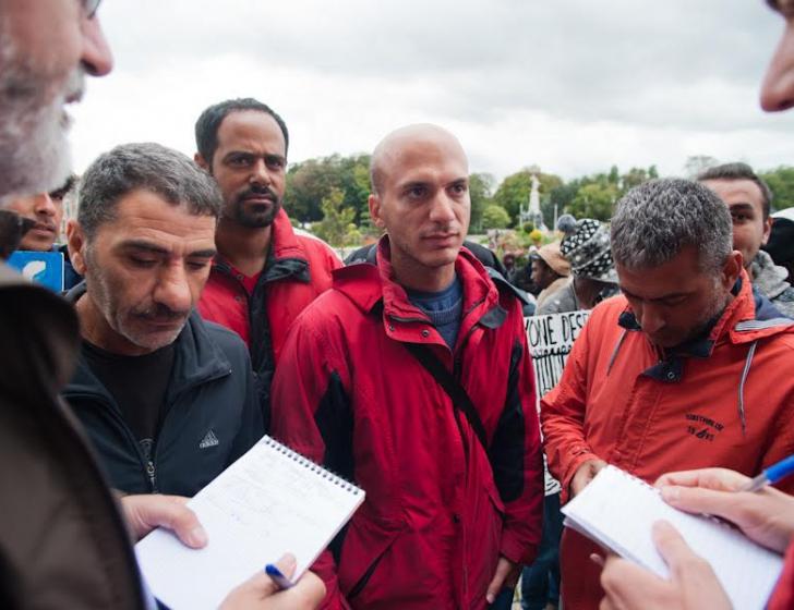 Hassan Akkad uit Syrië vertolkt de gevoelens van zijn medemensen in het kamp