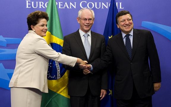 De Braziliaanse president Dilma Rousseff, EU-president Herman Van Rompuy en voorzitter van de Europese Commissie José Manuel Barroso