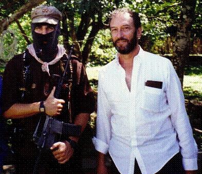 Saul Landau ontmoet in 1994 de Mexicaanse subcomandante Marcos, leider van het Ejército Zapatista de Liberación Nacional (EZLN) tijdens het filmen van de documentaire The Sixth Sun