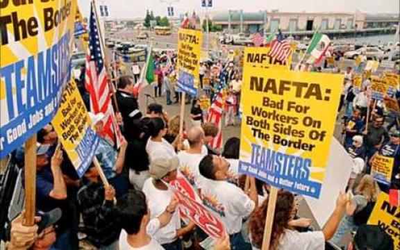 NAFTA: slecht voor arbeiders aan beide zijden van de grens. Teamsters voor goede banen en een betere toekomst. De International Brotherhood of Teamsters (IBT) is een koepel van vakbonden in Canada en de VS