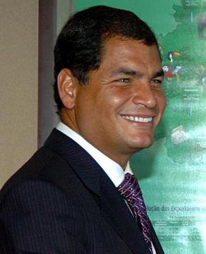 Rafael Correa, president van Ecuador, de man waar de VS zeer verveeld mee zit, onder meer omdat hij volgens door Wikileaks uitgelekte rapporten van de Amerikaanse ambassade in Quito moeilijk te verwijderen zal zijn, omdat hij 'de meest populaire president is in de Ecuadoriaanse geschiedenis'