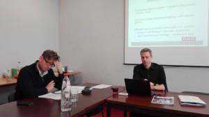 11.11.11-secretaris-generaal Bogdan Vandenberghe (rechts) en medewerker Jan Vande Poel stellen hun rapport voor