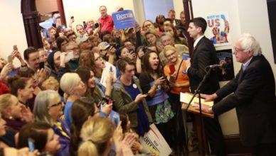 Bernie Sanders tijdens een persconferentie in Frankfort, Kentucky