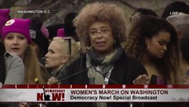 Angela Davis spreekt de Women's March toe in Washington DC