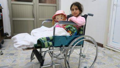 Teiba herstelt van de zware verwondingen die ze opliep terwijl ze met haar familie de stad uitvluchtte. Haar vader en zus kwamen daarbij om het leven