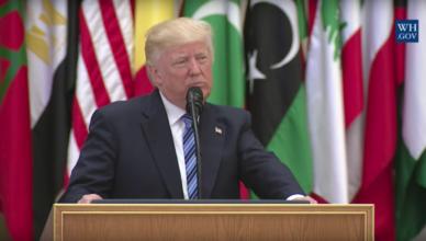 Trump tijdens zijn toespraak in Ryadh