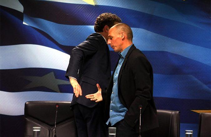 Dijsselbloem ontwijkt Varoufakis na hun allereerste persconferentie in Athene