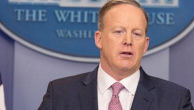 Sean Spicer, woordvoerder van president Trump, mocht na zes maand al vertrekken