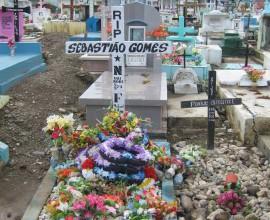 Het graf van Sebastião Gomes op het kerkhof Santa Cruz van Dili