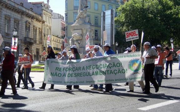 Eén van de vele betogingen tegen de besparingsplannen van de Portugese regering