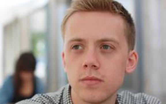 Owen Jones, auteur van 'Chavs. De demonisering van de Britse arbeidersklasse'.