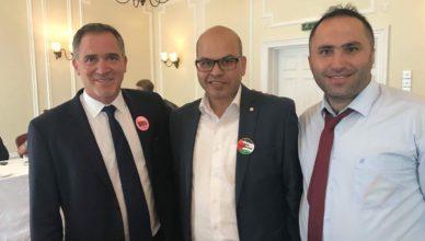Miko Peled met Palestijnse activisten Farid al-Atrash en Issa Amro op de Labour-partijconferentie