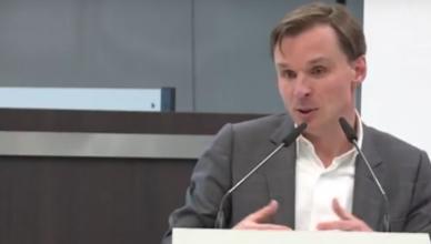 Bruno Vanobbergen spreekt het Vlaams Parlement toe op 22 november 2017